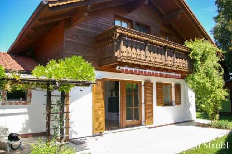 Einfamilienhaus mit Seezugang am Mattsee zu mieten.